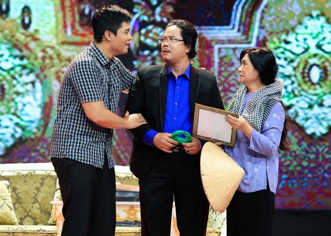 Con trai Cong Hau bi Hong Van che dien mo nhat du co ba ho tro hinh anh 1