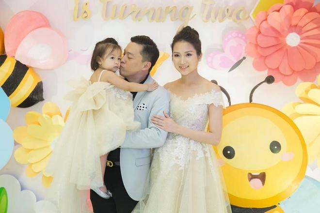 Vo Lam Truong tui than vi mot minh cham con khi chong di qua nhieu hinh anh 3