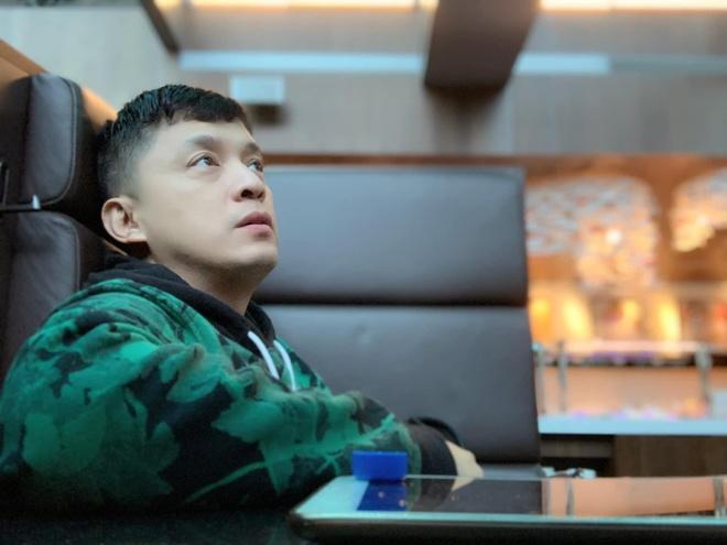 Lam Trường bị mất hộ chiếu, phải ngủ vạ vật ở sân bay Đài Loan
