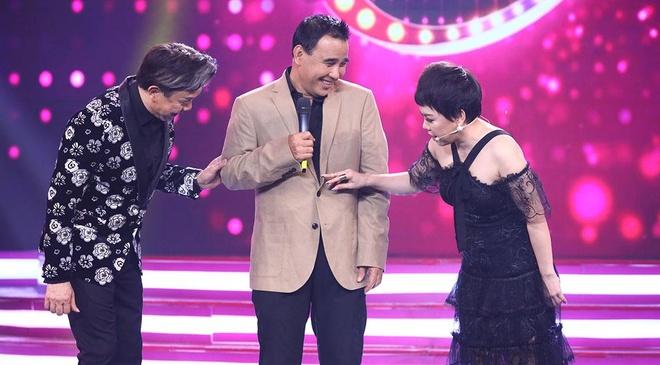 Quyen Linh: 'Chan va met moi vi thi phi, cuoi nam se dung moi viec' hinh anh 2