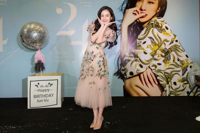 Jun Vũ bật khóc trong ngày tròn 24 tuổi, đáp trả chỉ trích hát dở