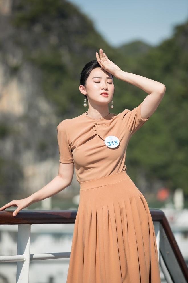 Nguoi dep Hoa hau The gioi Viet Nam 2019 tao dang tren du thuyen 5 sao hinh anh 7