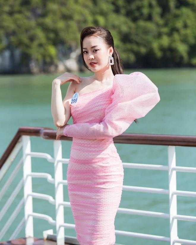 Nguoi dep Hoa hau The gioi Viet Nam 2019 tao dang tren du thuyen 5 sao hinh anh 4