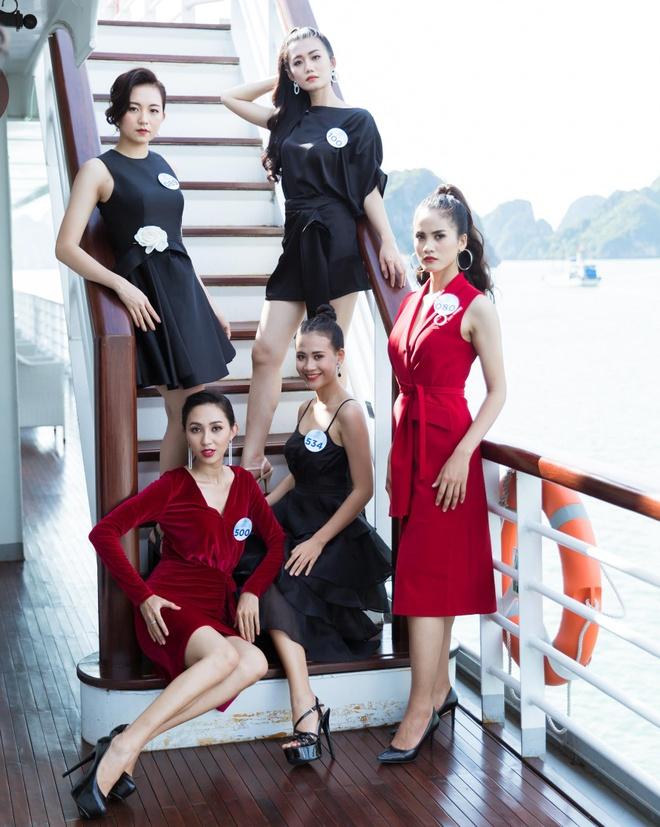 Nguoi dep Hoa hau The gioi Viet Nam 2019 tao dang tren du thuyen 5 sao hinh anh 1