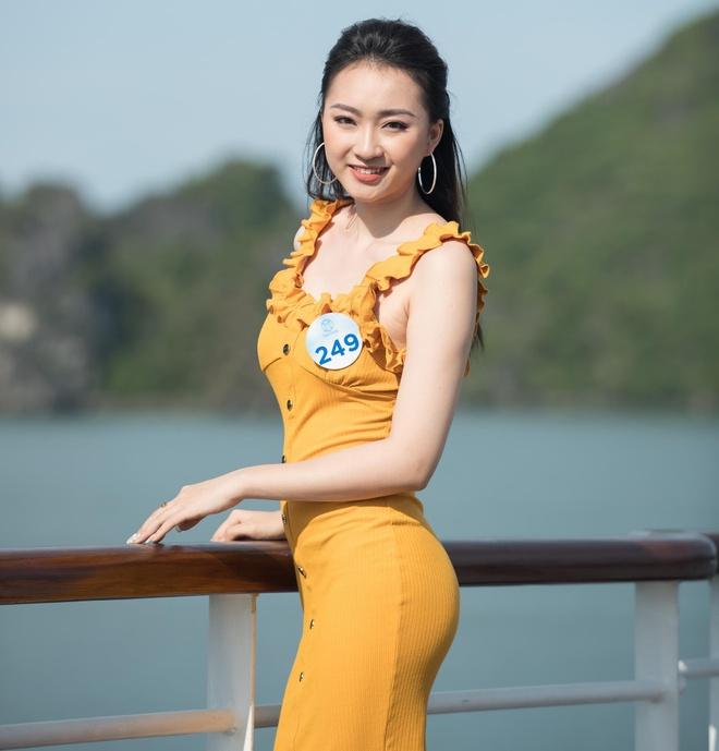 Nguoi dep Hoa hau The gioi Viet Nam 2019 tao dang tren du thuyen 5 sao hinh anh 9