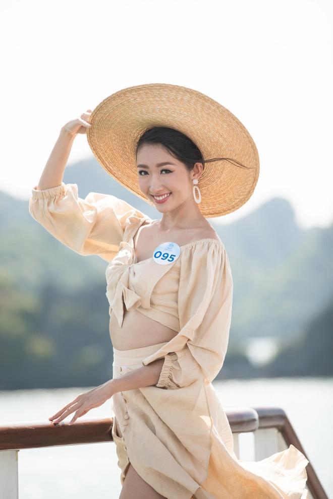 Nguoi dep Hoa hau The gioi Viet Nam 2019 tao dang tren du thuyen 5 sao hinh anh 6