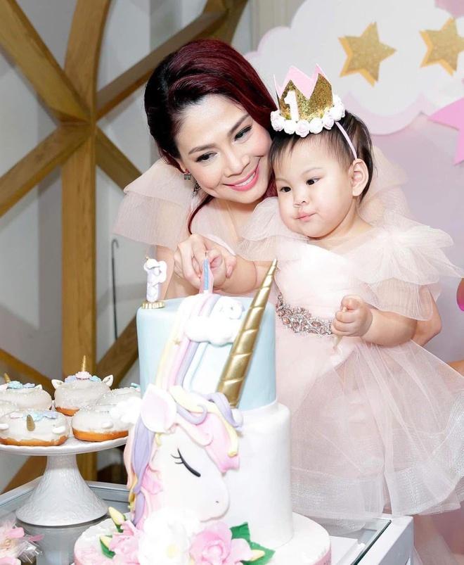 Viet Huong, Hien Mai du sinh nhat con gai Thanh Thao o Viet Nam hinh anh 2