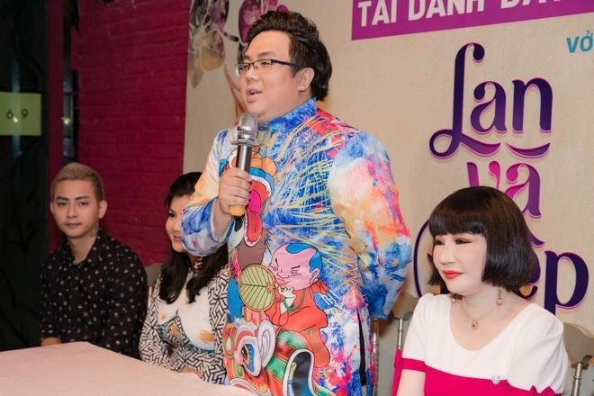 Hoai Lam va ban gai mac ao doi khi xuat hien hinh anh 3