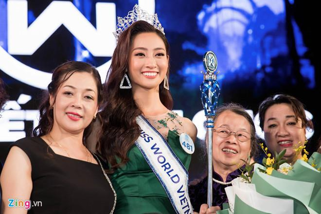 Hoa hau Luong Thuy Linh - 12 nam hoc gioi, cha me vien chuc hinh anh 1