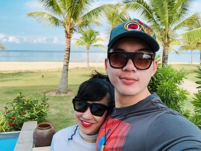 Vo chong Truong Nam Thanh hanh phuc don con sinh doi hinh anh 2
