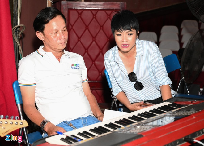 Hoai Lam xuat hien ben canh vo anh 8