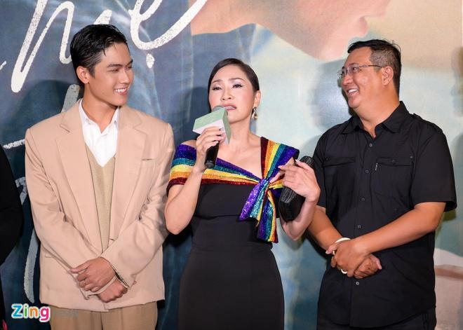 Hong Dao vui ve hoi ngo dong nghiep sau khi ly hon Quang Minh hinh anh 3