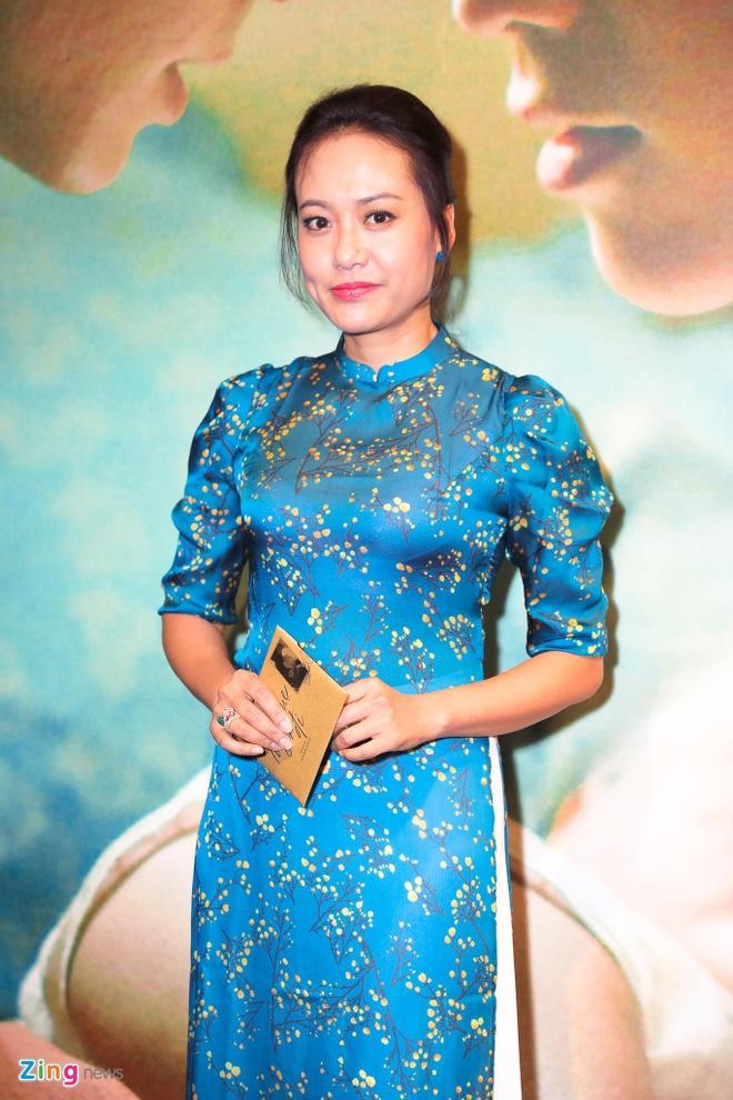 Hong Dao vui ve hoi ngo dong nghiep sau khi ly hon Quang Minh hinh anh 6