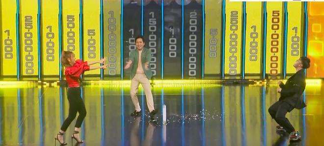 Ung Hoang Phuc nam lan ra san khi chien thang 150 trieu o game show hinh anh 2