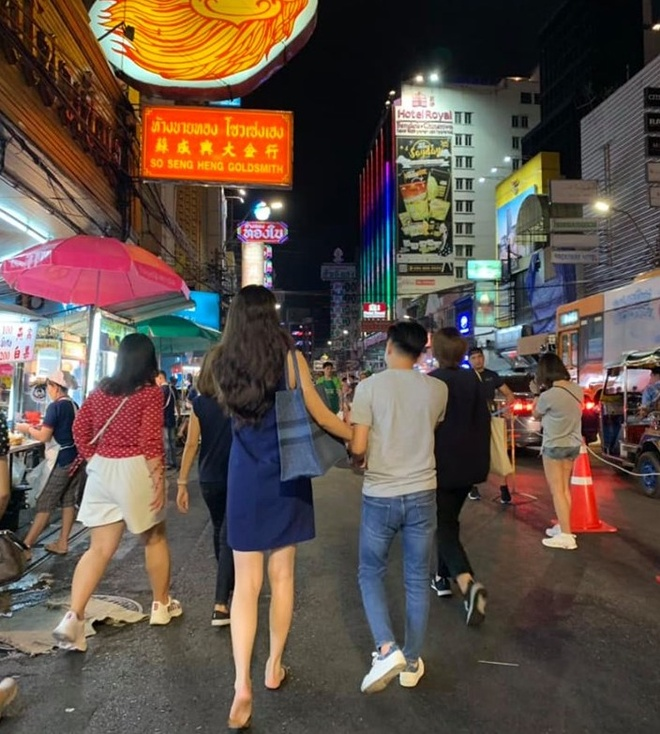Angela Phuong Trinh hoa chi Hang, Hoa Minzy ben ban trai dem Trung thu hinh anh 11