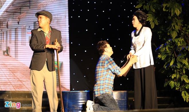 Danh hai Hoai Linh gia lam me Chi Tai trong live show hinh anh 1