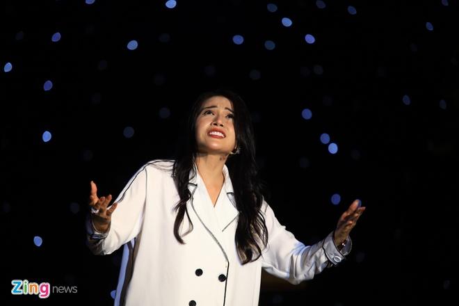 Danh hai Hoai Linh gia lam me Chi Tai trong live show hinh anh 10