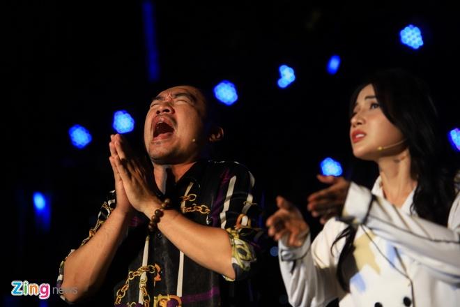 Danh hai Hoai Linh gia lam me Chi Tai trong live show hinh anh 8