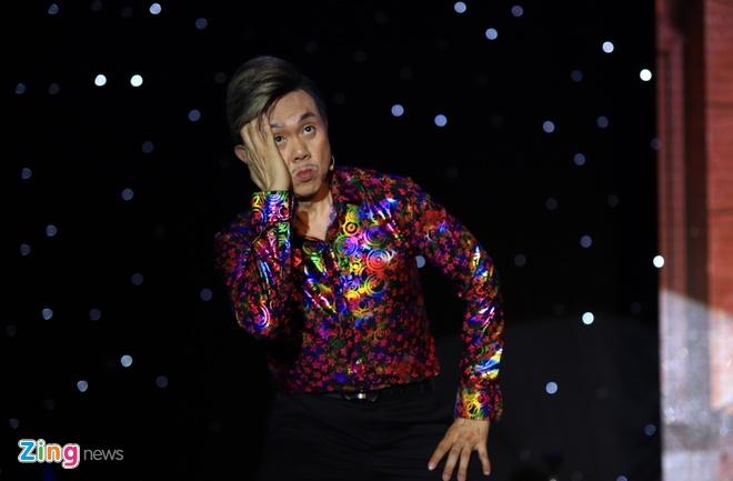 Danh hai Hoai Linh gia lam me Chi Tai trong live show hinh anh 9