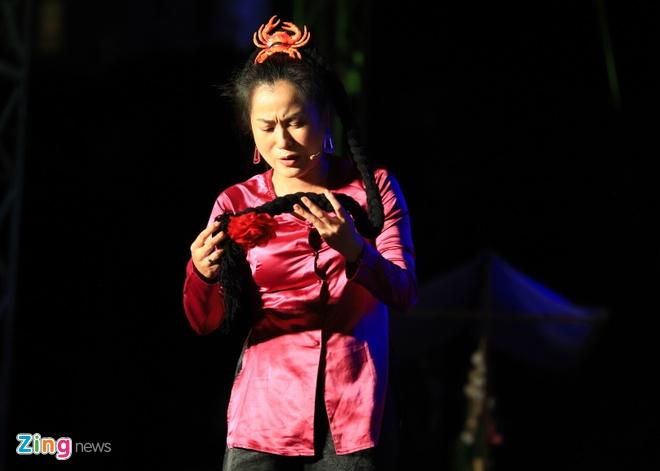 Danh hai Hoai Linh gia lam me Chi Tai trong live show hinh anh 5