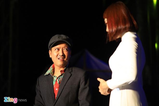 Danh hai Hoai Linh gia lam me Chi Tai trong live show hinh anh 4
