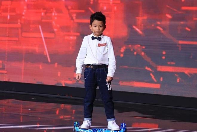 MC Lai Van Sam lam kho cau be 9 tuoi o Sieu tri tue hinh anh