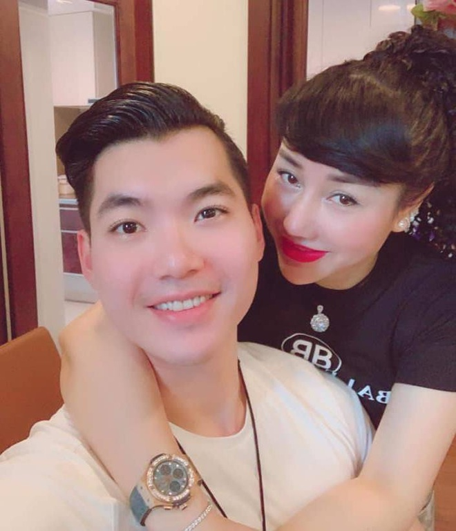Vo chong Truong Nam Thanh khoe anh 2 con sinh doi hinh anh 1