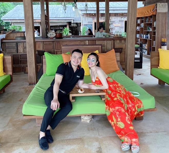 Chi Bao hanh phuc ben ban gai kem 16 tuoi hinh anh 3