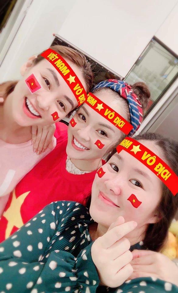 Ngan Khanh, Le Phuong va dan sao ho het khi Van Hau ghi ban thang hinh anh 1