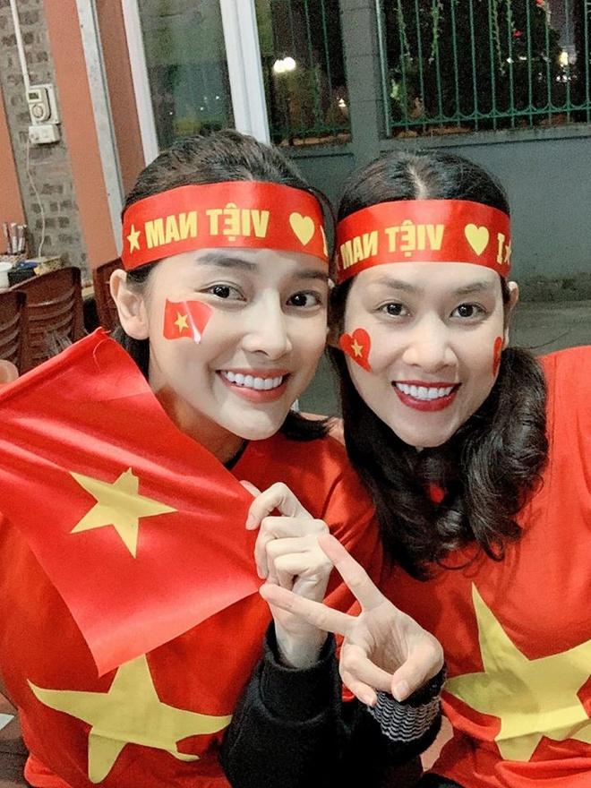 Ngan Khanh, Le Phuong va dan sao ho het khi Van Hau ghi ban thang hinh anh 2