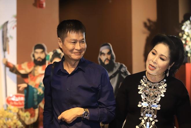 NSUT Huu Chau, Le Giang mung NSND Hong Van mo san khau moi hinh anh 3 233738a55c4fa511fc5e.jpg