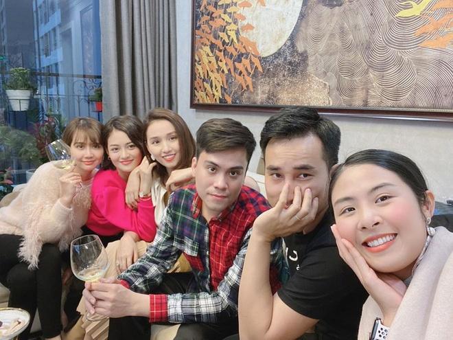 La Thanh Huyen, Thuy Anh tu hop hoi ban than noi tieng don Tet hinh anh 2 83143578_3287198927961901_5050497664509018112_o.jpg