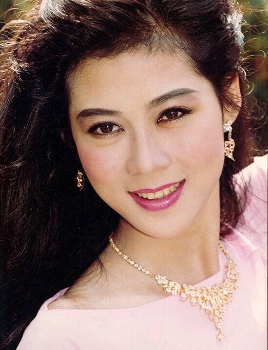 Cuoc song cua Diem Huong ben chong va 4 con hinh anh 3 87296159_198112734741375_5560949450987274240_n.jpg