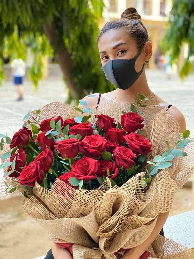 Vo Hoang Yen nhan fan dung gui do tiep te hinh anh 4 90672065_2619033965003648_1993458595982737408_o.jpg