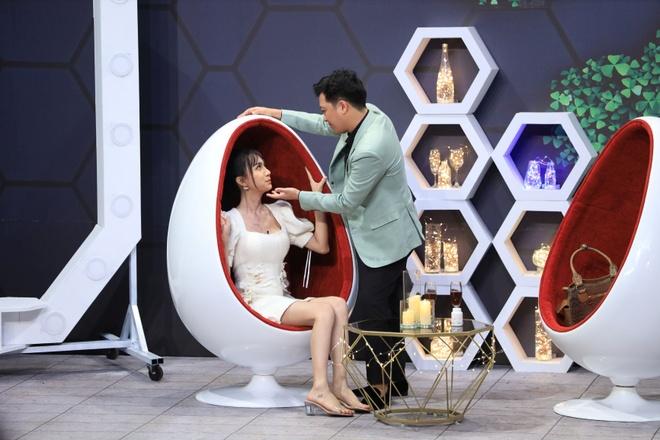 Lynk Lee phan ung khi Truong Giang hon anh 2