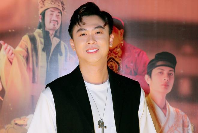 Ho Viet Trung khong yeu mot minh nuoi con anh 1
