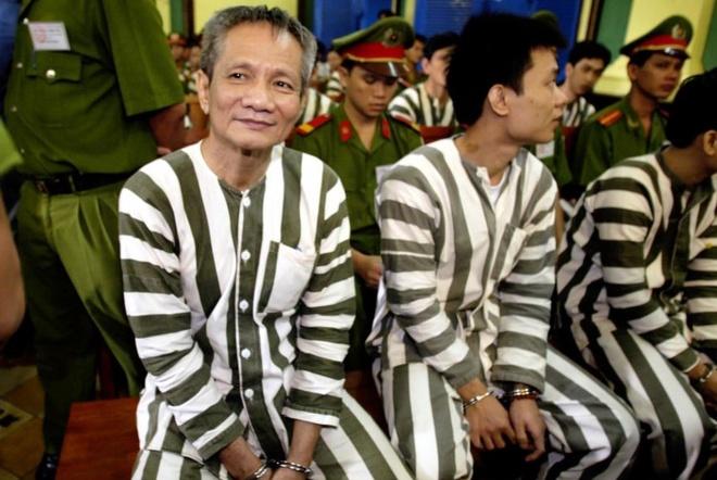 Ngu dai giang ho: Nam Cam thau tom quyen luc hinh anh