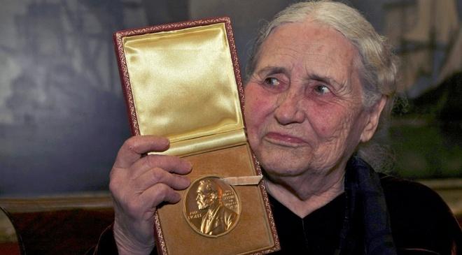 Huy chuong Nobel cua Doris Lessing duoc dau gia hinh anh
