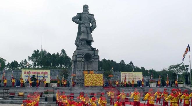 Chan dung vua Quang Trung qua cac cuon sach Viet hinh anh
