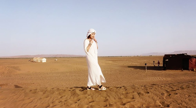 Thuc day o Sahara cung nha van xinh dep Di Li hinh anh