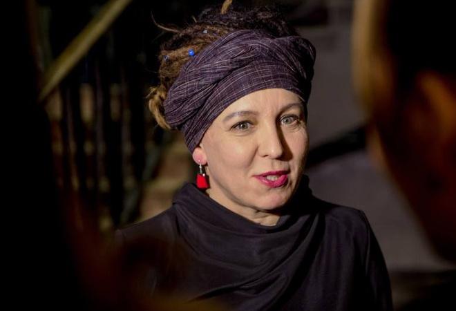 Chuyen bay 'phi thuong' cua Olga Tokarczuk dat giai Man Booker Quoc te hinh anh