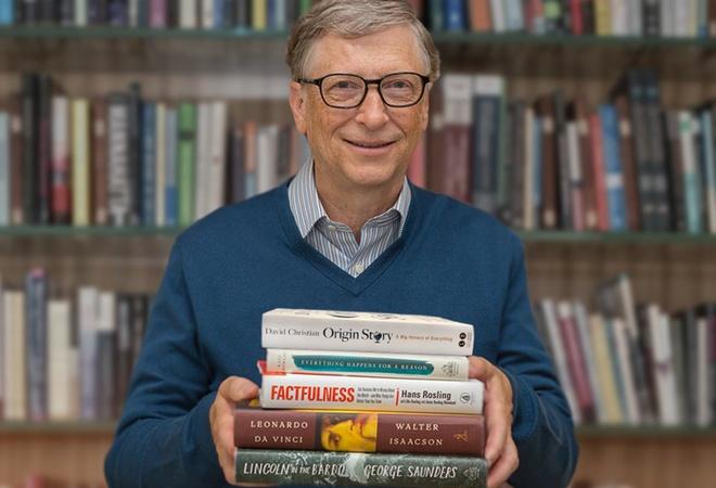 Bill Gates tiet lo 5 cuon sach dang doc trong mua he 2018 hinh anh