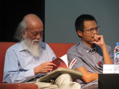 Xuat ban Viet co nguoi duoc tang huan chuong Hiep si Van hoc Phap hinh anh 1