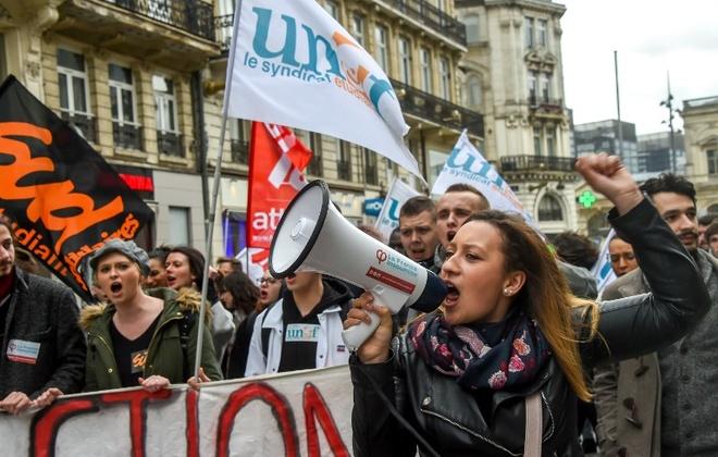 Sách lý giải những cuộc biểu tình của người dân Pháp