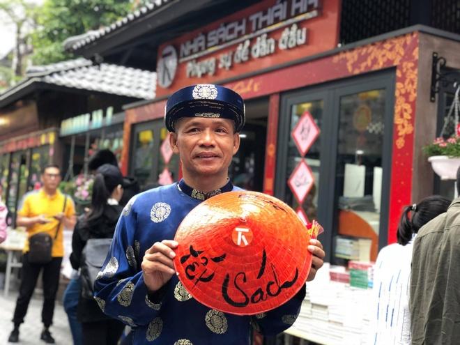 Tien si Nguyen Manh Hung tham du dien dan xuat ban the gioi hinh anh 1