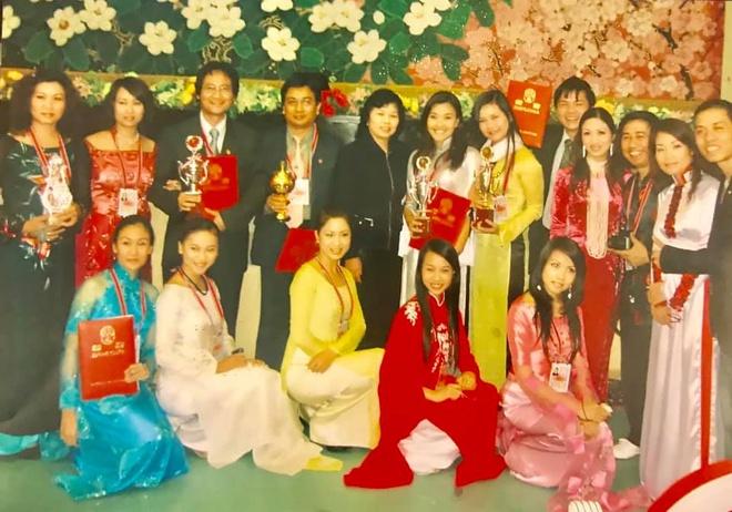 Nghe si Viet tham quan tau hoa cua nguyen thu Trieu Tien tu 2009 hinh anh 1
