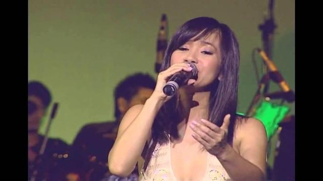 Hồng Nhung hát 'Ru em từng ngón xuân nồng'