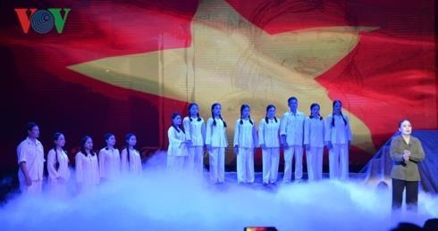 """""""Hoa lua Truong Bon"""" dien tai TP.HCM anh 3"""