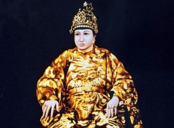 Chuyen tinh cua Tu Du thai hau khi con la cung nu Pham Thi Hang hinh anh 2