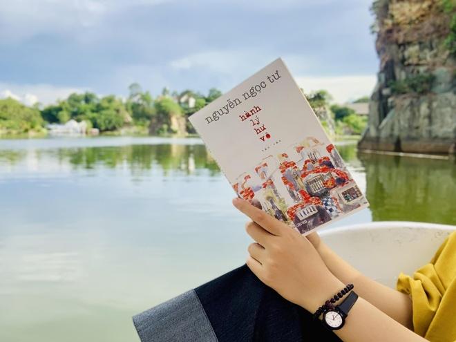 'Hanh ly hu vo' - su tro lai voi noi buon cua Nguyen Ngoc Tu hinh anh 1